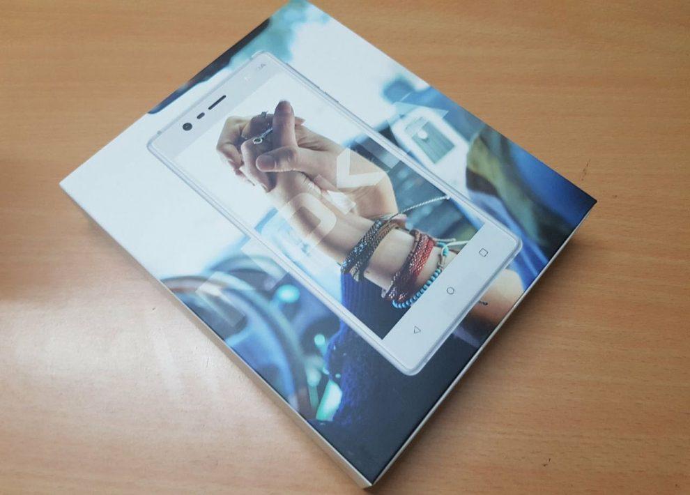 Nokia-3-retail box unboxing