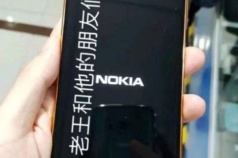 Nokia 8 booting up