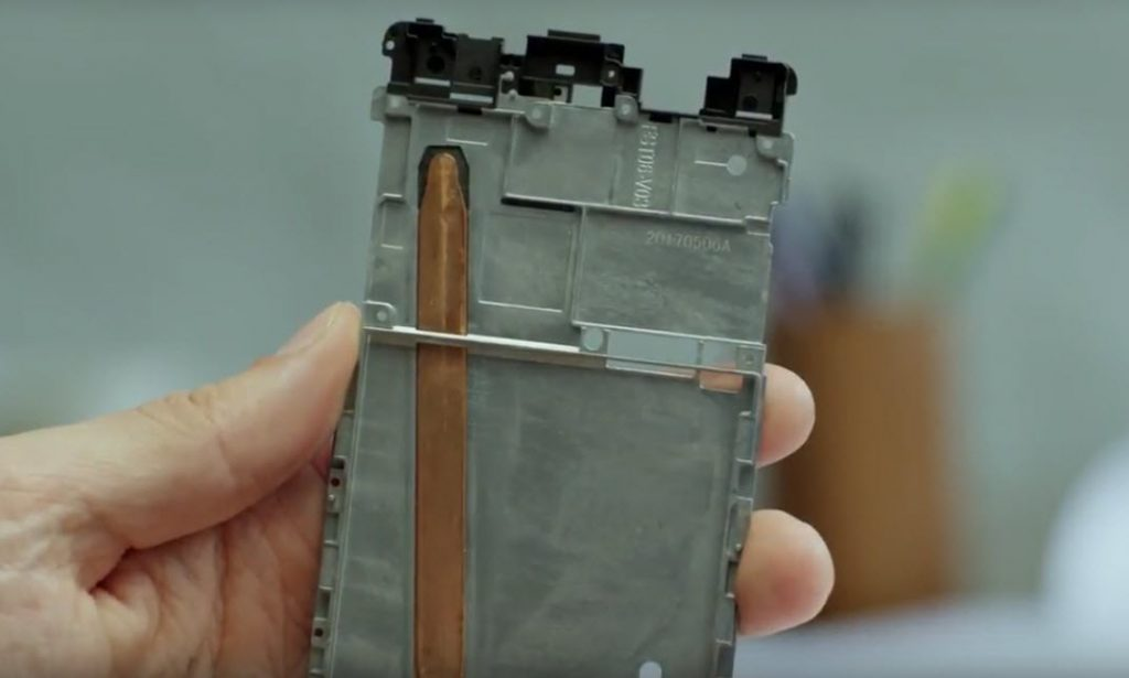 Copper pipe on the Nokia 8